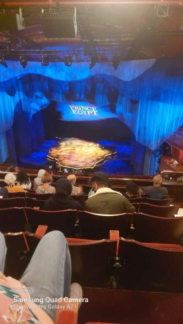 Dominion Theatre, secção: Circle, fila: O, lugar: 8