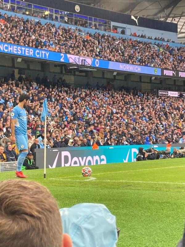 Etihad Stadium (Manchester), secção: 131, fila: 3, lugar: 821