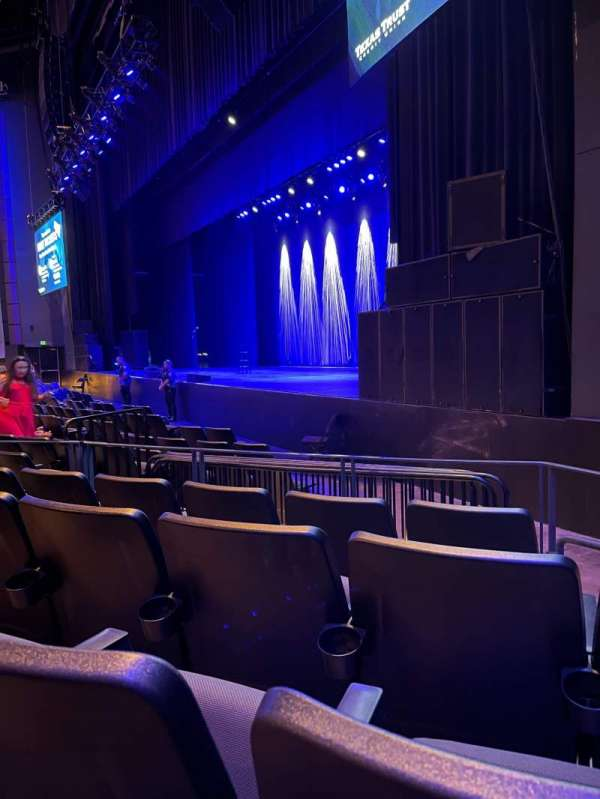 The Theatre at Grand Prairie, secção: 101, fila: M, lugar: 4