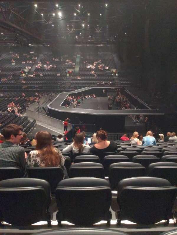 Resorts World Arena, secção: Block 2, fila: R, lugar: 34