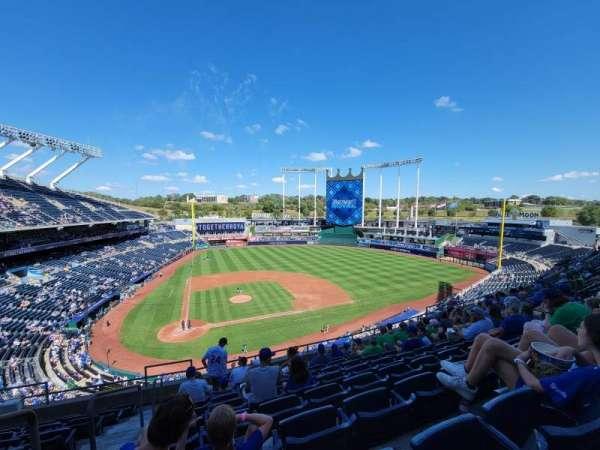 Kauffman Stadium, secção: 427, fila: J, lugar: 2