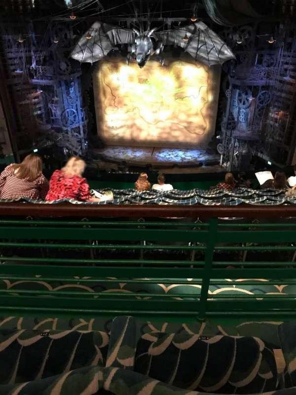 Apollo Victoria Theatre, secção: Dress circle, fila: H, lugar: 20