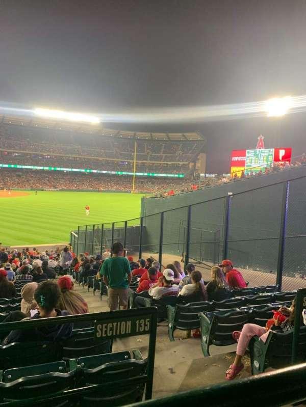 Angel Stadium, secção: 233, fila: A, lugar: 8
