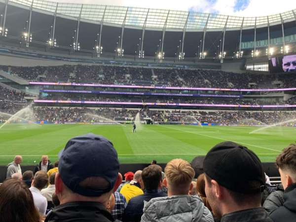 Tottenham Hotspur Stadium, secção: 003, fila: 10, lugar: 670