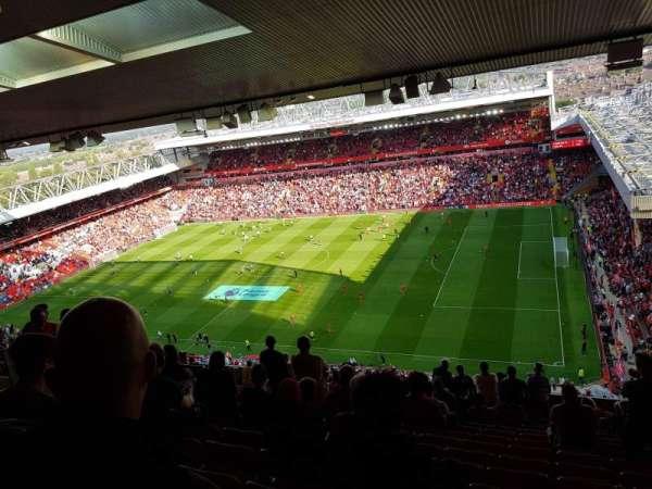 Anfield, secção: U8, fila: 74