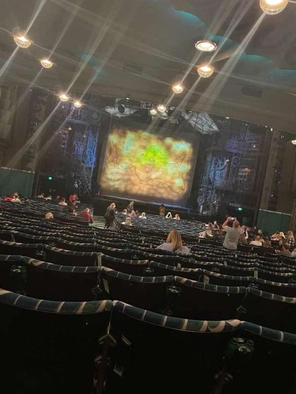 Apollo Victoria Theatre, secção: Stalls, fila: ZC, lugar: 32