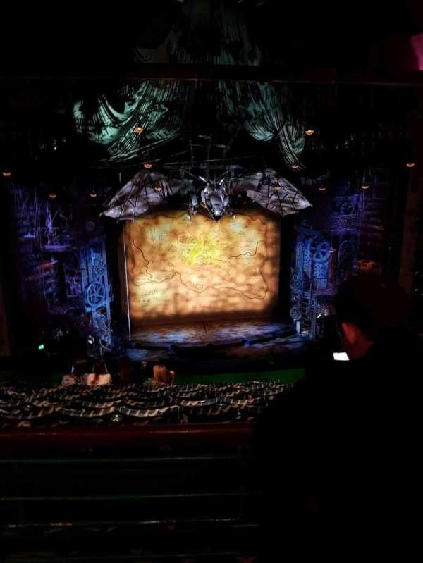 Apollo Victoria Theatre, secção: Circle, fila: H, lugar: 32-33