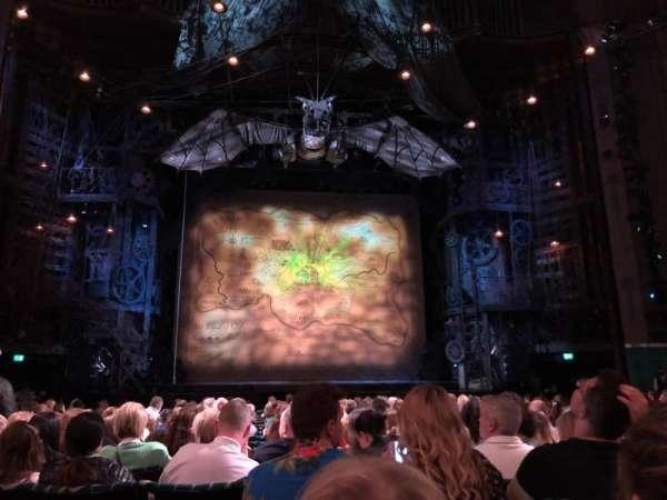 Apollo Victoria Theatre, secção: Stalls, fila: R, lugar: 25
