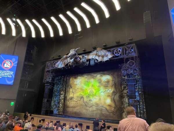 Steven Tanger Center for the Performing Arts, secção: ORC, fila: M, lugar: 4