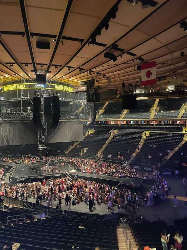 Madison Square Garden, secção: 227, fila: 2, lugar: 9
