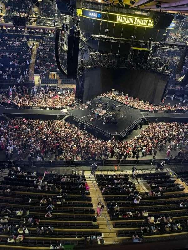 Madison Square Garden, secção: 312, fila: 1, lugar: 16