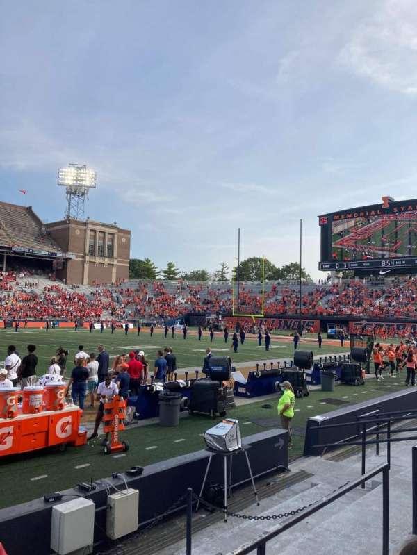 Memorial Stadium (Champaign), secção: 127, fila: 8, lugar: 127