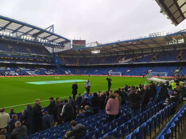 Stamford Bridge, secção: East Lower South Family, fila: L, lugar: 61