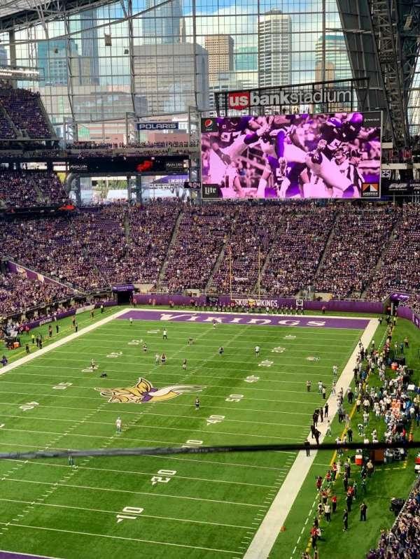 U.S. Bank Stadium, secção: 323, fila: A, lugar: 1