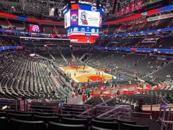 Capital One Arena, secção: 206, fila: H, lugar: 9