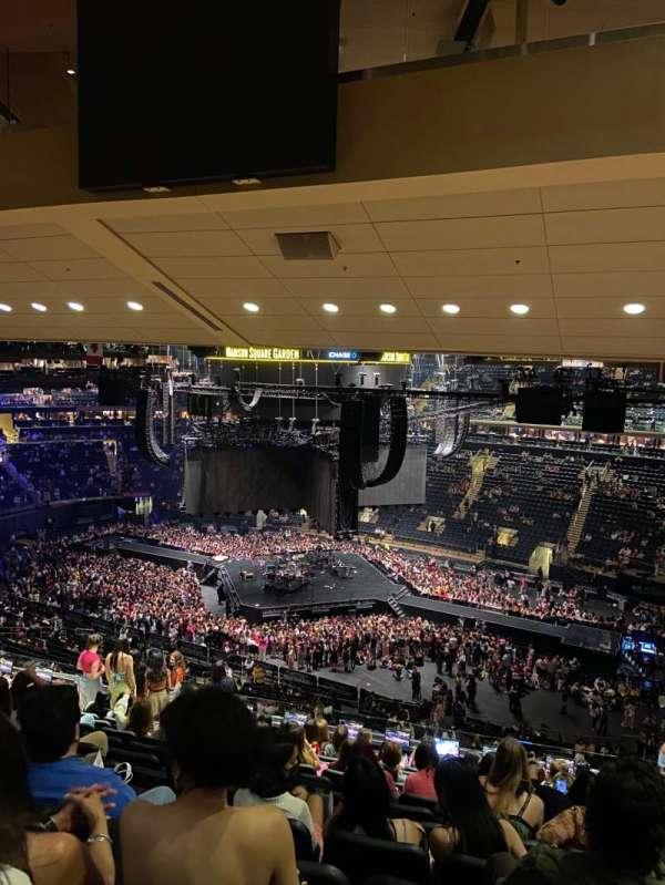 Madison Square Garden, secção: 213, fila: 14, lugar: 18