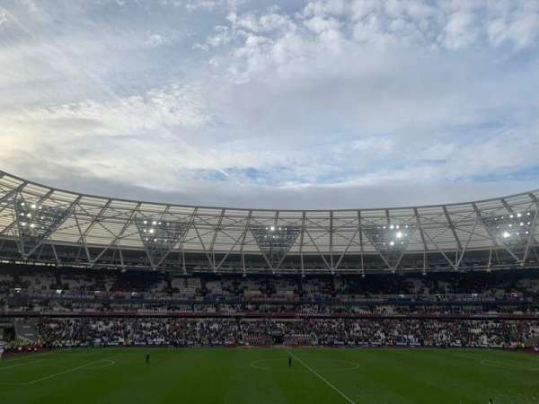 London Stadium, secção: 135, fila: 27, lugar: 281