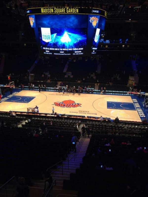 Madison Square Garden, secção: 212, fila: 1, lugar: 2