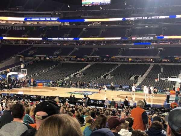 U.S. Bank Stadium, secção: V2, fila: AA, lugar: 3