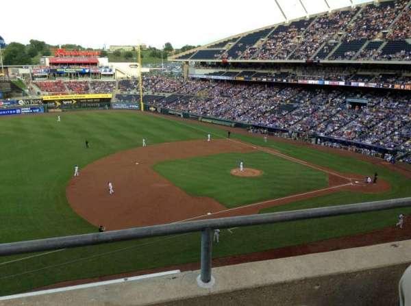 Kauffman Stadium, secção: 408, fila: B, lugar: 5