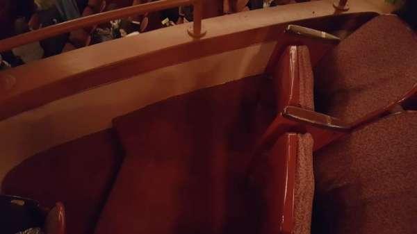 Cadillac Palace Theater, secção: Dress Circle Left, fila: JJ, lugar: 1 and 3