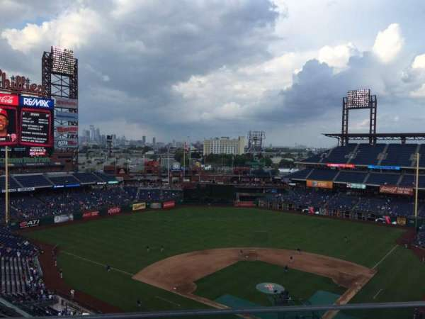 Citizens Bank Park, secção: 422, fila: 1, lugar: 17
