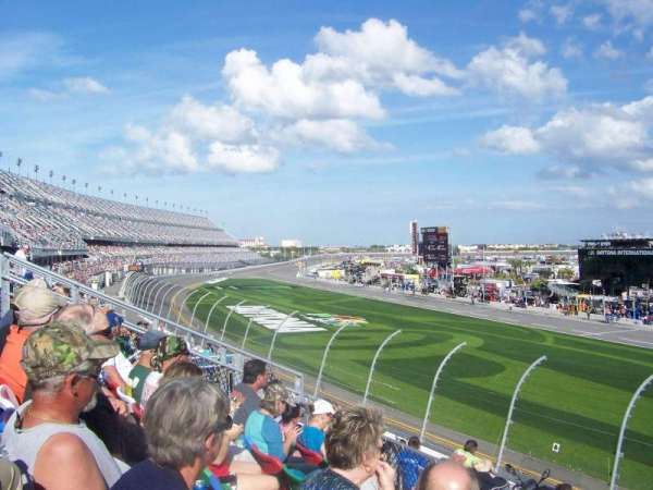 Daytona International Speedway, secção: 157, fila: 29, lugar: 19