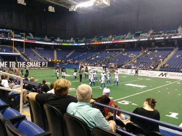 Greensboro Coliseum, secção: 111, fila: CC, lugar: 6