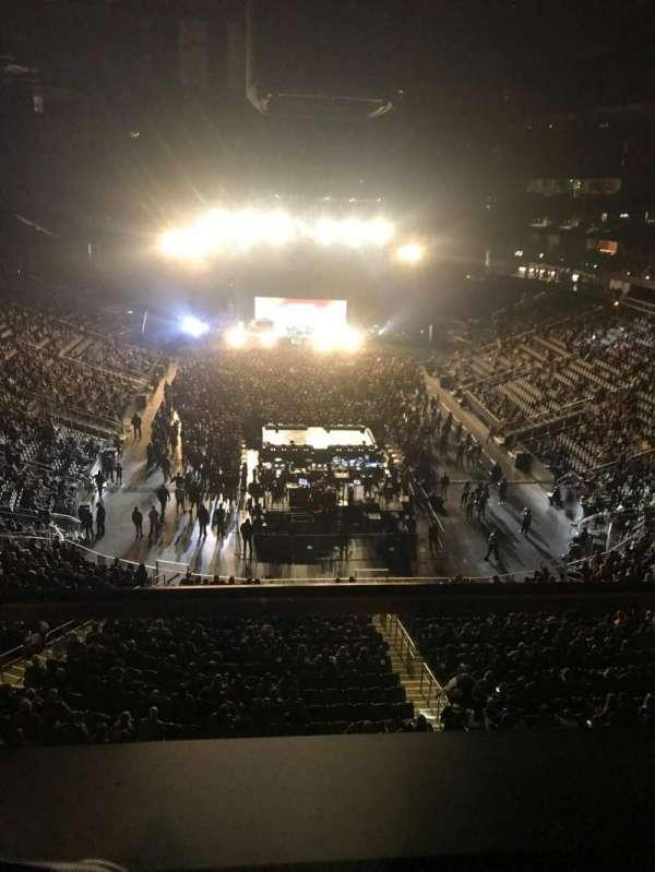 State Farm Arena, secção: 215, fila: A, lugar: 21