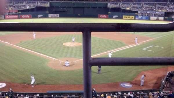 Oakland Coliseum, secção: 217, fila: 1, lugar: 1