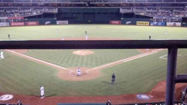 Oakland Coliseum, secção: 217, fila: 1, lugar: 2
