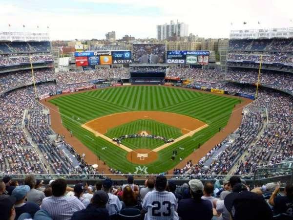 Yankee Stadium, secção: 420B, fila: 8, lugar: 7