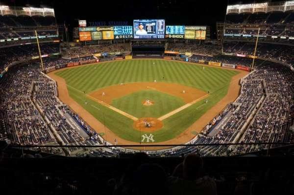 Yankee Stadium, secção: 420B, fila: 3, lugar: 13