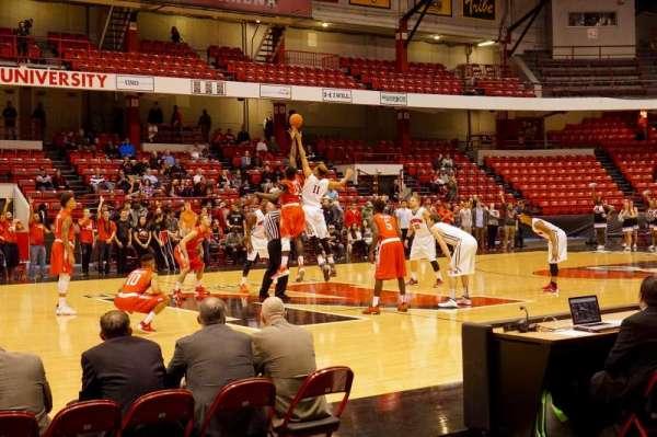 Matthews Arena, secção: 24, fila: A, lugar: 11