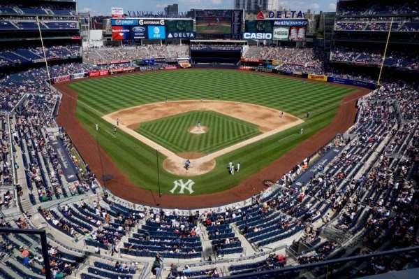 Yankee Stadium, secção: 320A, fila: 2, lugar: 18