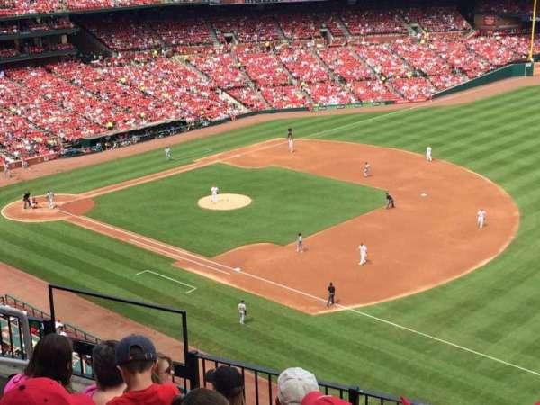 Busch Stadium, secção: 327, fila: 6, lugar: 7
