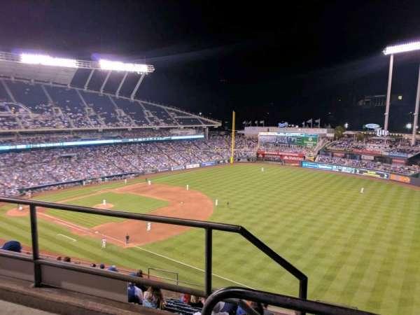 Kauffman Stadium, secção: 437, fila: m, lugar: 1