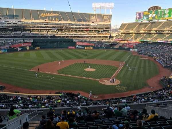 Oakland Coliseum, secção: Club Suite 38, fila: 1, lugar: 3