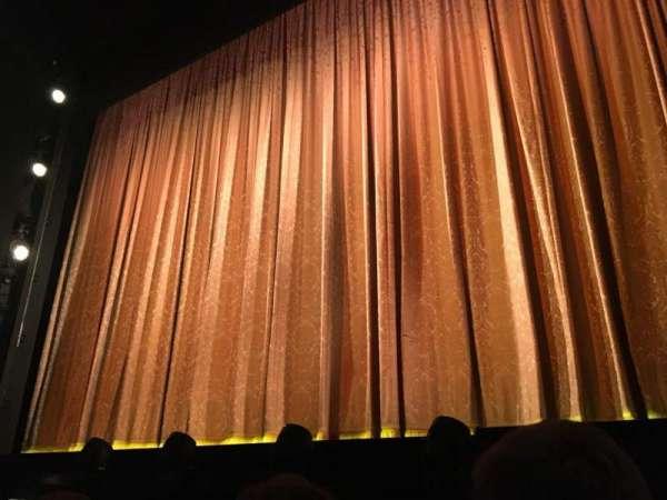 Savoy Theatre, secção: Stall, fila: A, lugar: 1