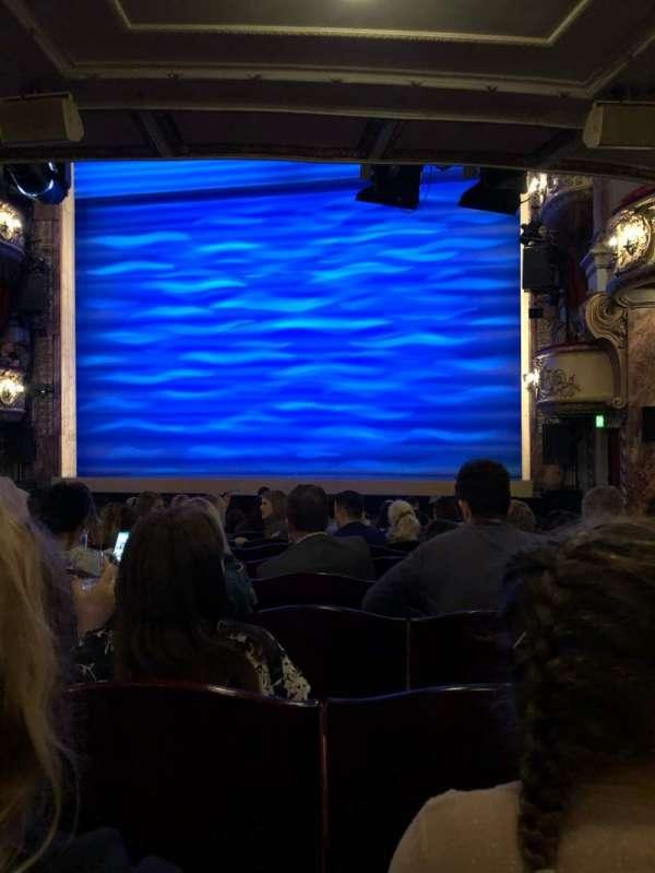 Novello Theatre, secção: Stalls, fila: R, lugar: 3