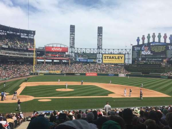 Guaranteed Rate Field, secção: 127, fila: 30, lugar: 9-10