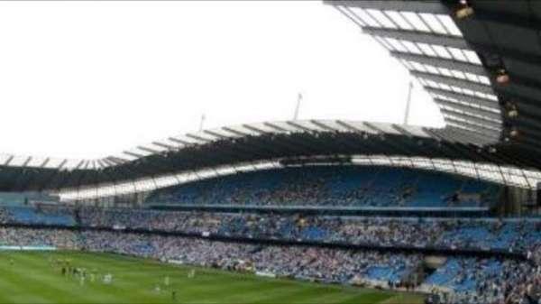 Etihad Stadium (Manchester), secção: 221, fila: E, lugar: 583