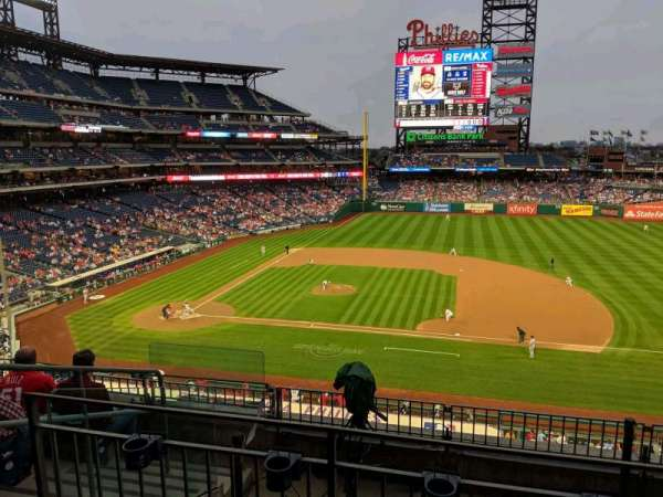 Citizens Bank Park, secção: 215, fila: 6, lugar: 9