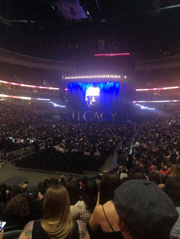 Honda Center, secção: 227, fila: M, lugar: 8