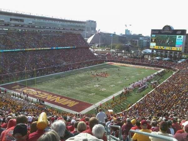 TCF Bank Stadium, secção: 220, fila: 30, lugar: 1