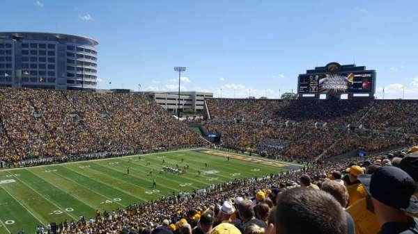 Kinnick Stadium, secção: 129, fila: 64, lugar: 20