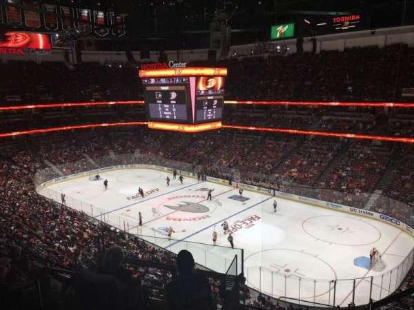 Honda Center, secção: 429, fila: H, lugar: 2