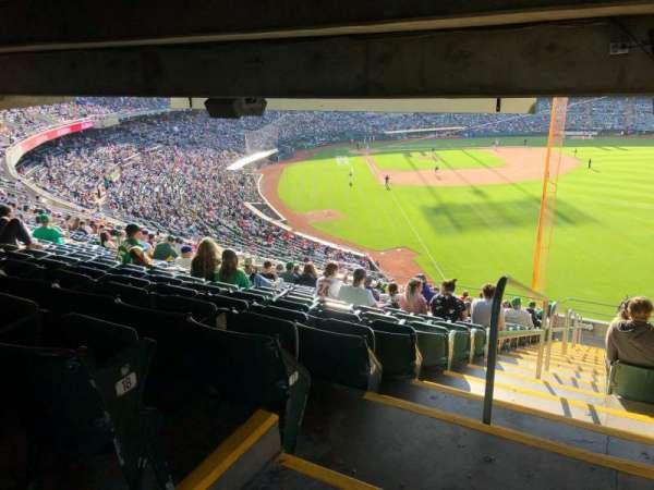 Oakland Coliseum, secção: 203