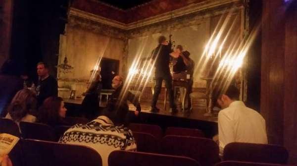Booth Theatre, secção: Orchestra R, fila: D, lugar: 12