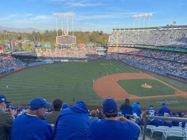 Dodger Stadium, secção: 27R, fila: U, lugar: 3